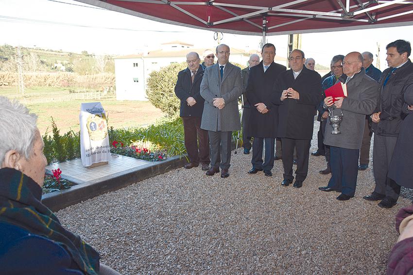 Bispo diocesano abençoa primeira pedra doLar da Misericórdia da Batalha